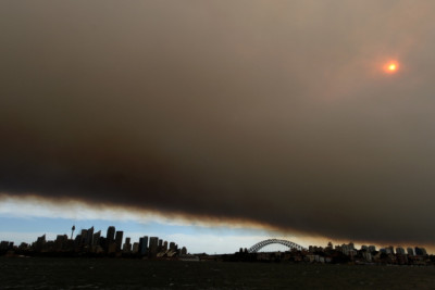 Blanket of clouds from bushfires darkens the sky over Sydney's harbour bridge and skyline